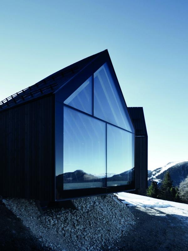 Moderna brvnara na Alpima