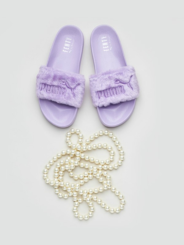 Rijana predstavlja Fenty papuče u novim letnjim bojama