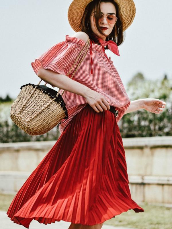 Kako da izgledate sjajno u midi suknji ovog leta
