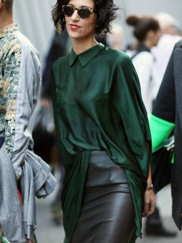 Crna kožna suknja za moderan jesenji stajling