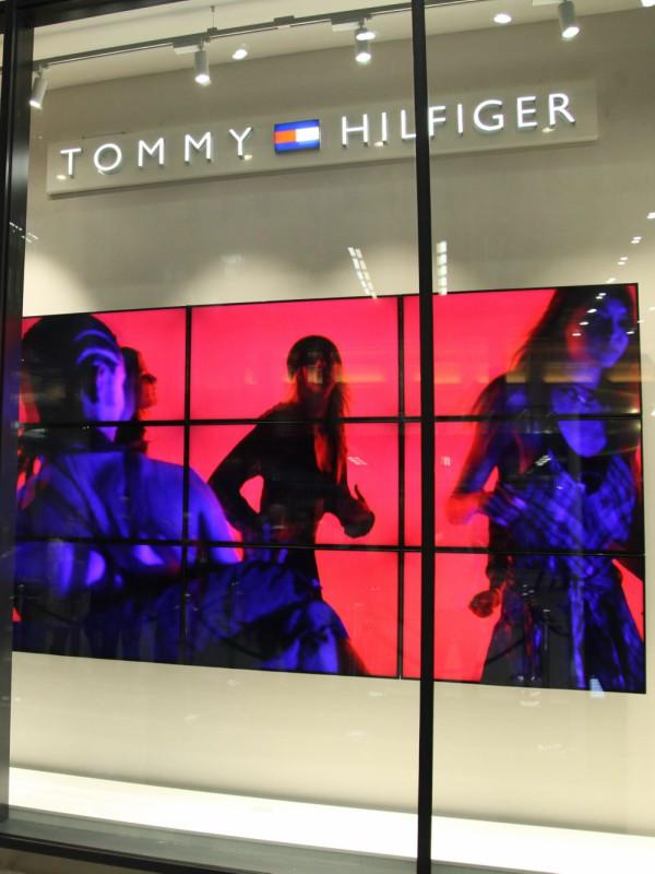 Tommy Hilfiger  u društvu poznatih predstavio novu kolekciju