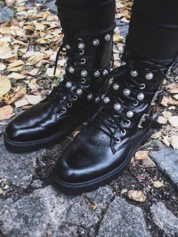 Gde kupiti trendi čizme sa biserima