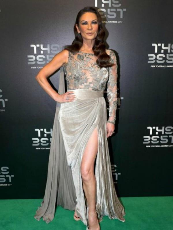 Look dana: Ketrin Zita Džouns u haljini Zuhair Murad