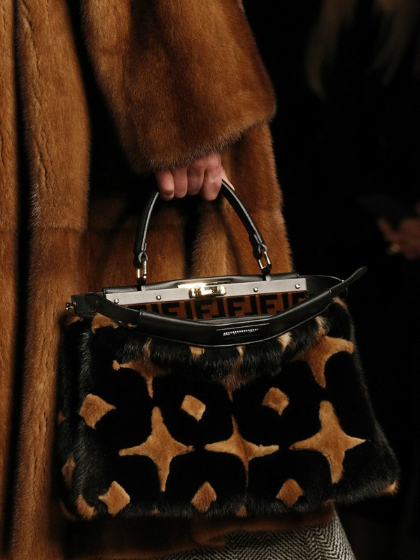 Idealne za zimu – trendi krznene torbe
