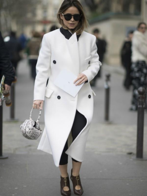 Street style: beli kaput protiv sivog svakodnevnog života