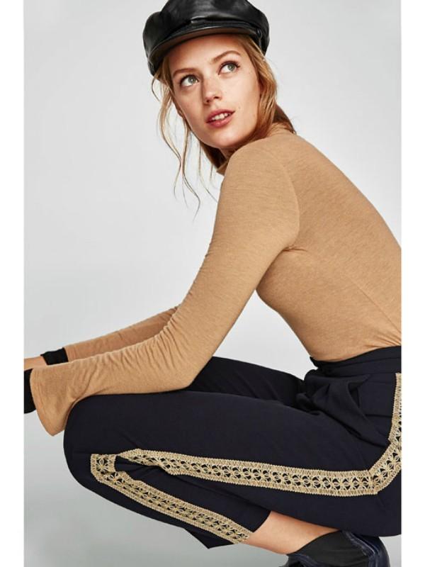 Jesenji trend: sportske pantalone sa prugom sa strane