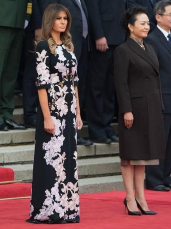 Garderoba Melanije Tramp na azijskoj turneji