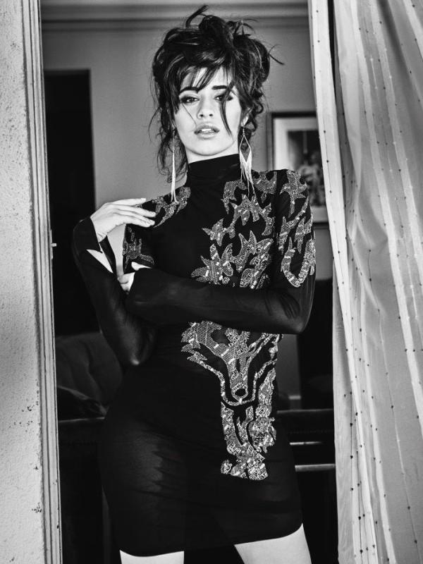 Camila Cabello u novogodišnjoj kampanji za Guess Jeans
