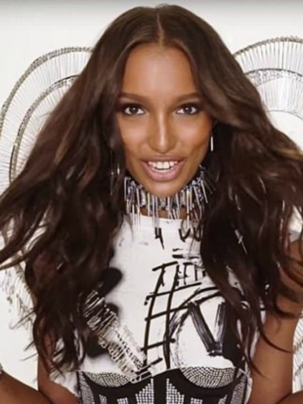 Prvi pogled: Jasmin Tuk u kreaciji Victoria's Secret x Balmain