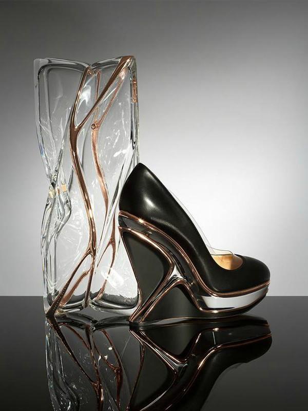 Cipele i torba iz kolekcije Charlotte Olimpia x Zaha Hadid
