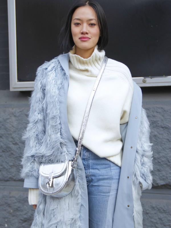 12 belih džempera za toplu zimu