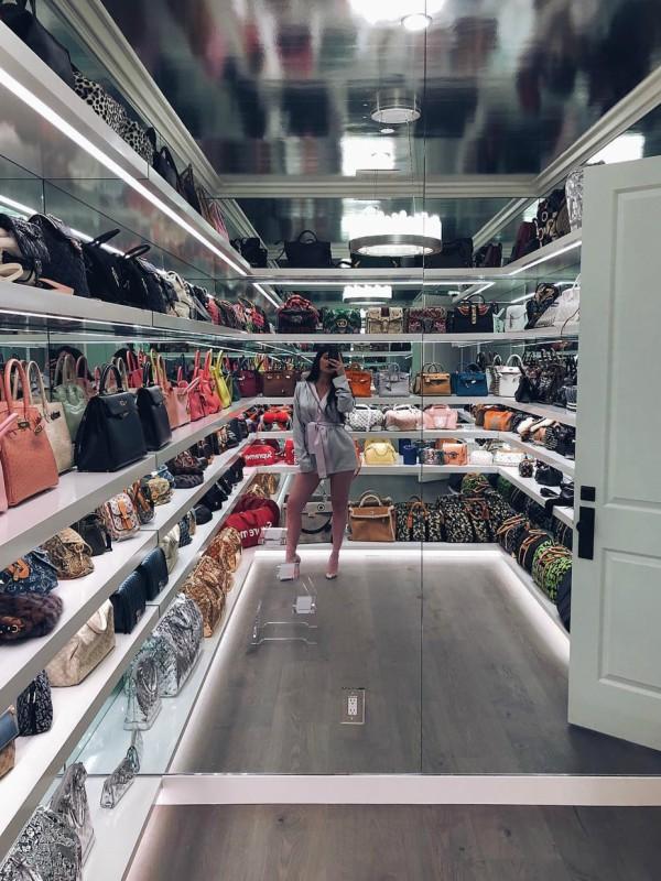 Kajli Džener prikazala svoju ličnu kolekciju torbi