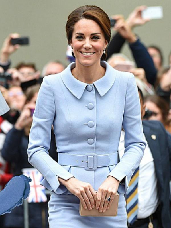 Nebo plava: kako nositi omiljenu boju prve dame