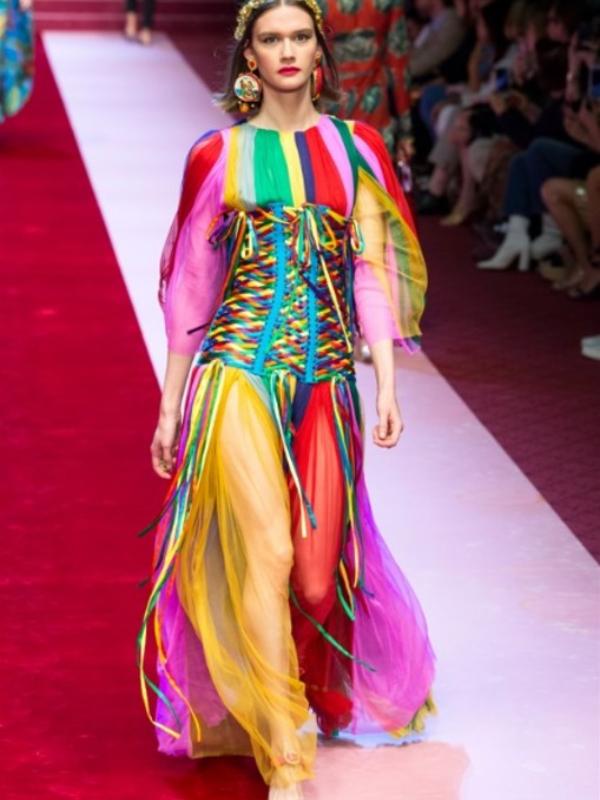Trend leta: odeća u boji duge