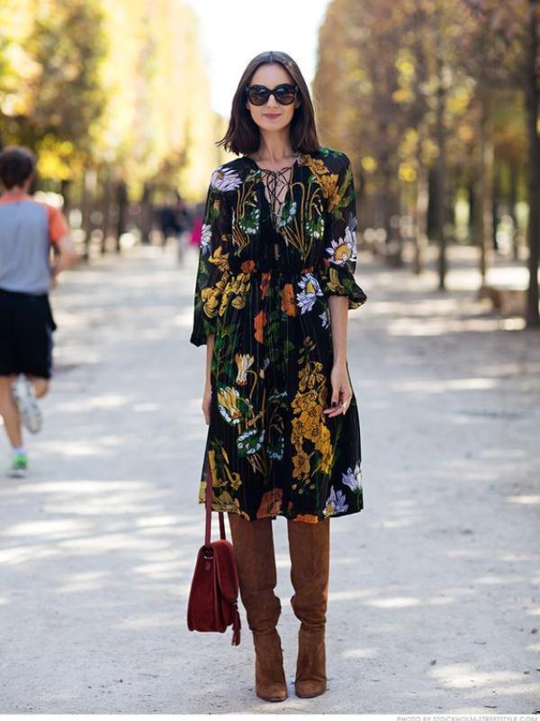 Jesenji trend: cvetna haljina + visoke čizme