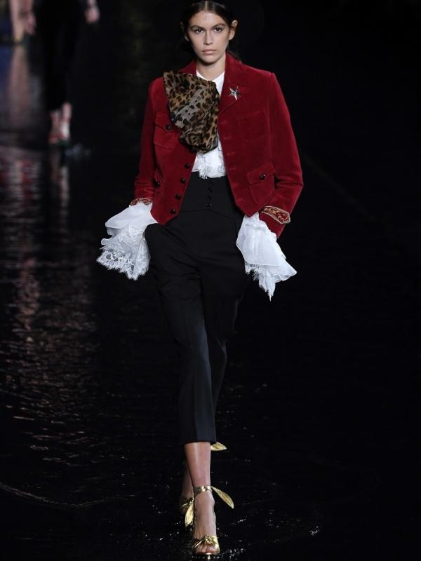 Hodanje po vodi na reviji Yves Saint Laurent