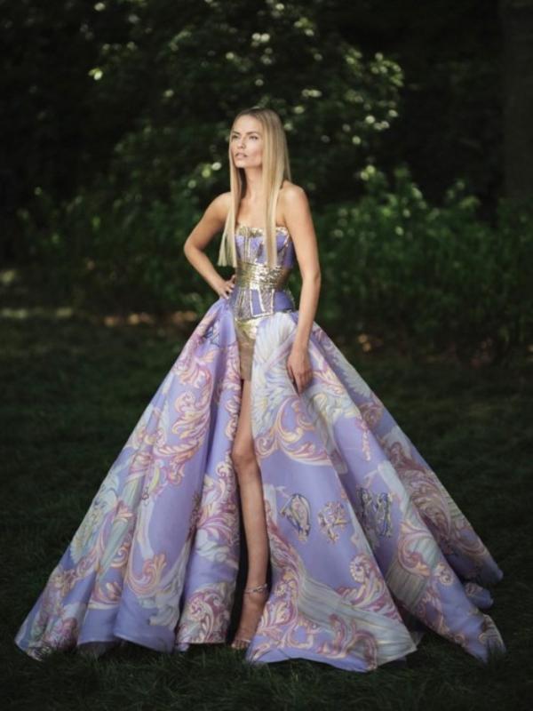 Šik, sjaj i perje: nova kolekcija večernjih haljina Atelier Versace