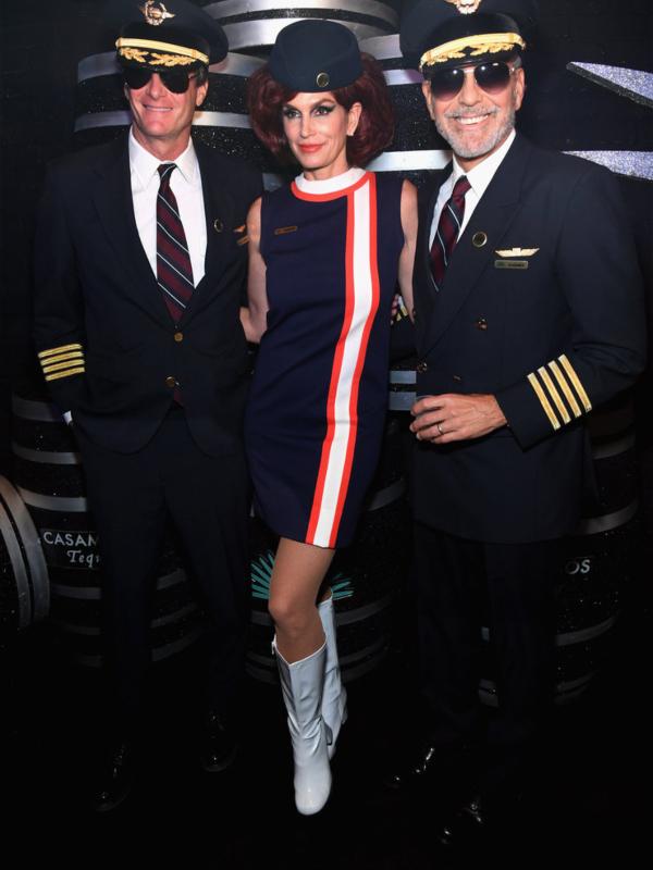 Pilot Džordž Kluni i stjuardesa Sindi Kraford na zabavi Casamigos & Catch Halloween