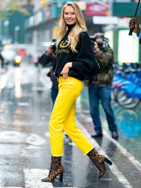 Obojeni džins je u trendu