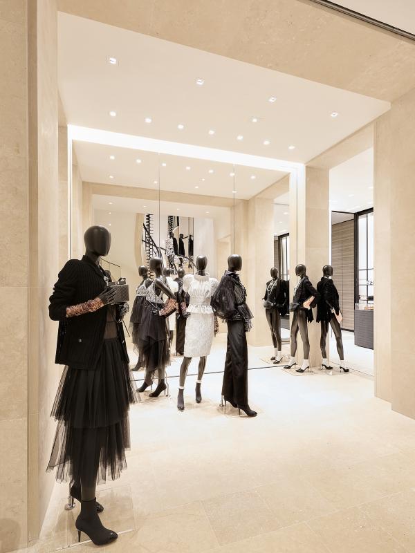 Zavirite u novi butik brenda Chanel u Parizu