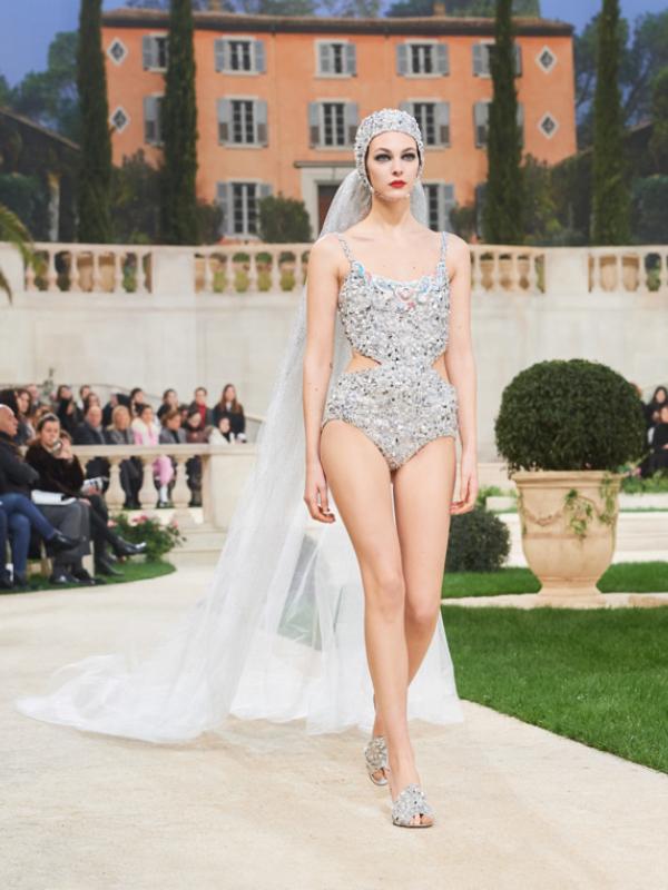 Vila Chanel: perje, cveće i nevesta u kupaćem kostimu