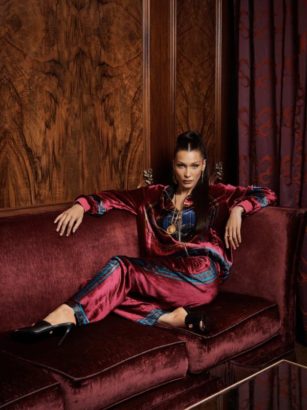 Bela Hadid je novo lice kolekcije KITH x Versace