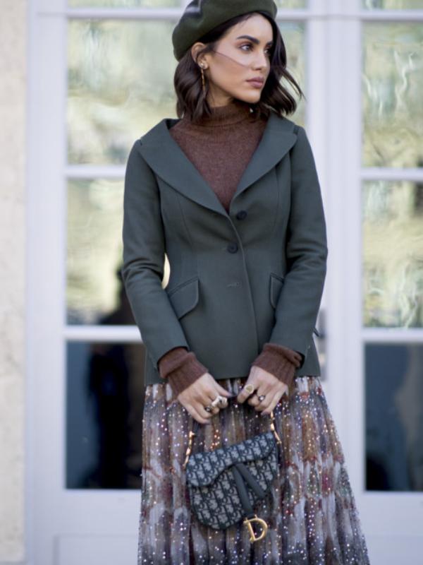 Kako trendseterke nose Dior Saddle - najmoderniju torbu proleća
