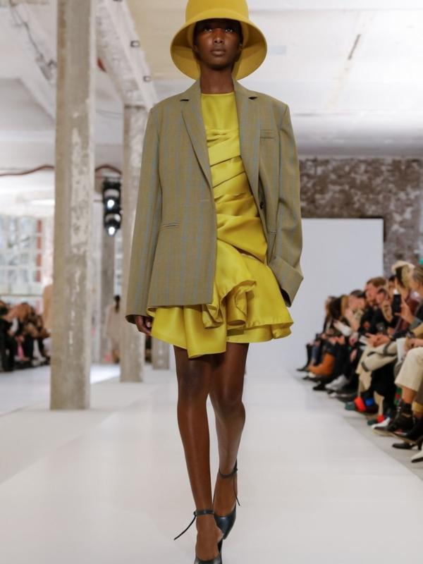 Neon kape i neobične haljine: Nina Ricci kolekcija 2019/20