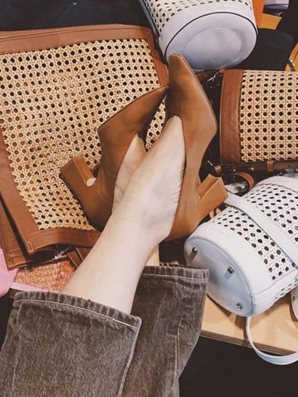 Torbe poput stolica od ratana su egzotični trend proleća