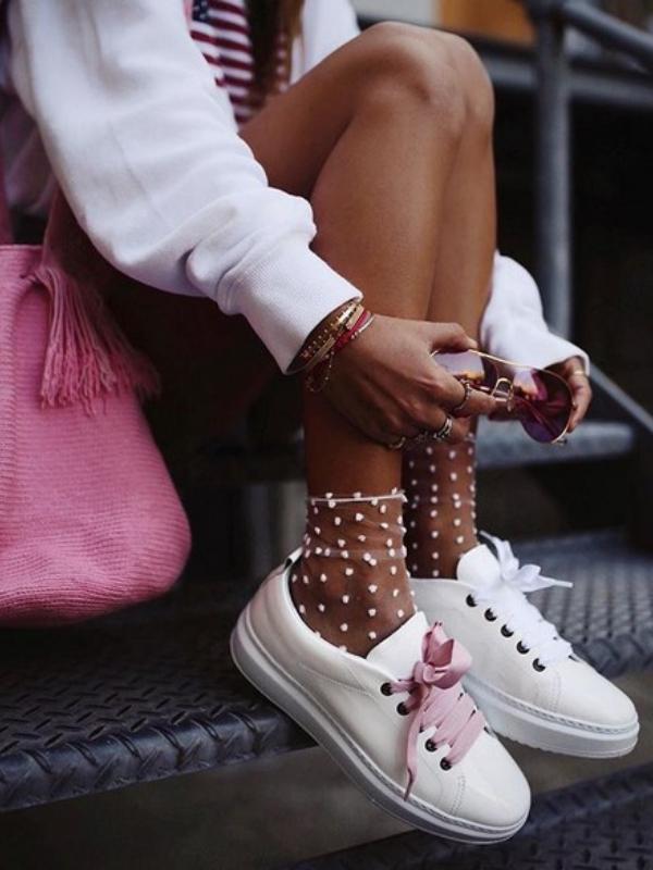 Mikro-trend: patike + transparentne čarape
