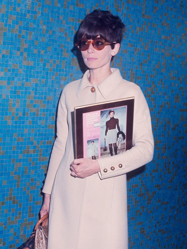 9 najboljih kaputa Odri Hepbern koji nikada ne izlaze iz mode