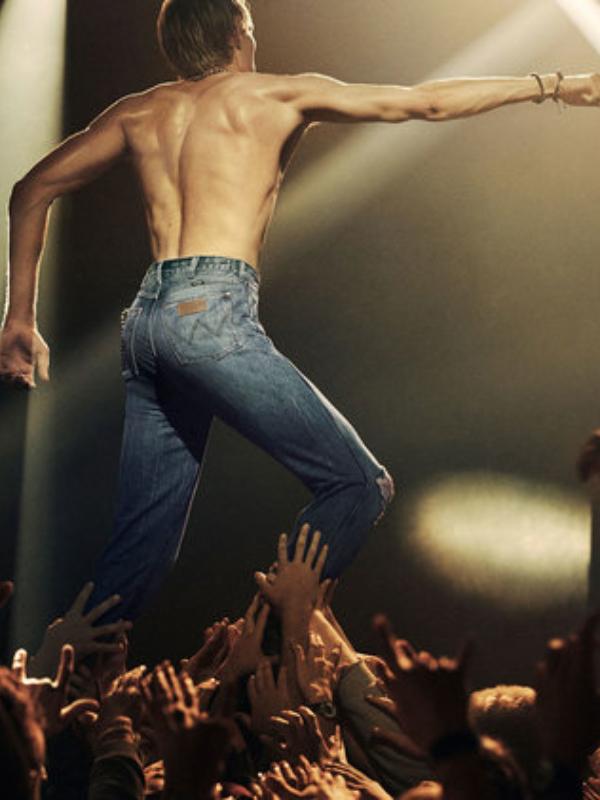 Wrangler ponavlja stajlinge rok zvezda iz prošlosti u novoj reklamnoj kampanji