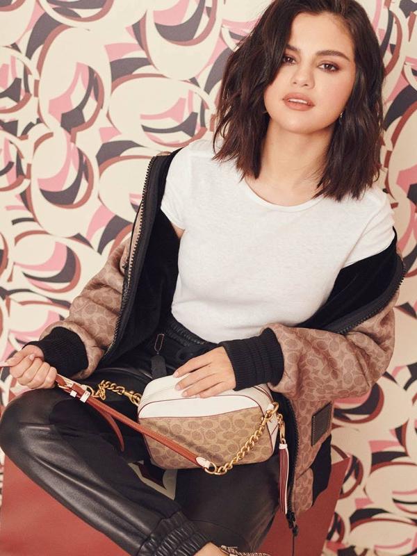 Selena Gomez nam predstavlja nove Coach torbe za prolećnu sezonu