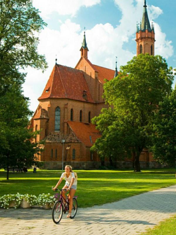"""Sami sa prirodom: 5 najlepših mesta u Evropi za """"šumsku"""" terapiju"""