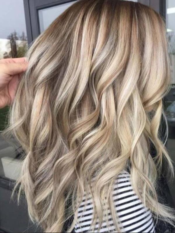 """Sand hair"" - trendi boja kose za letnju sezonu"