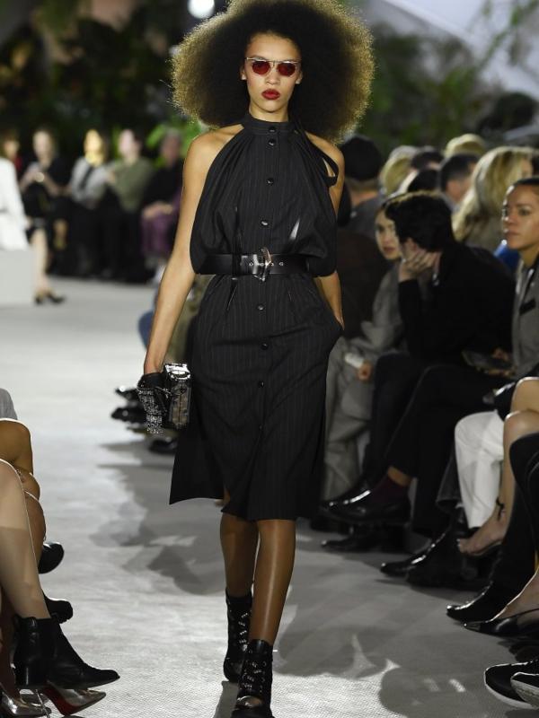Asimetrične suknje i kabanice od vinila - Louis Vuitton Cruise kolekcija