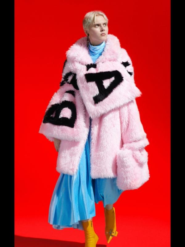Kampanja Balenciaga Fall 2019: brendirani kaputi u izmišljenom gradu