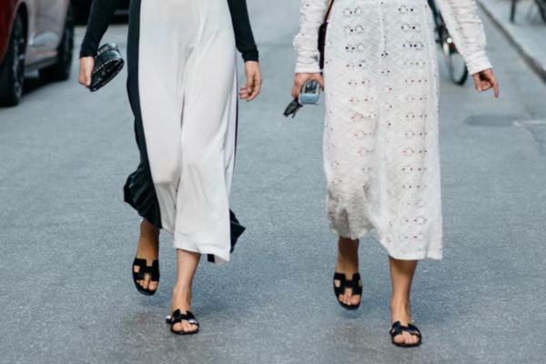 U trendu: ravne kožne papuče