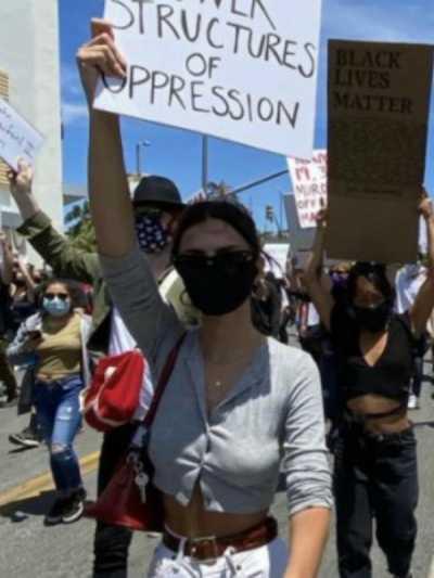 poznate-licnosti-su-se-pridruzile-protestima-u-americi (1).jpg